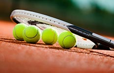 tennis-racket-and-tennis-balls